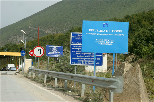 arrivee frontiere republique Kosovo Republika e Kosoves Albanais