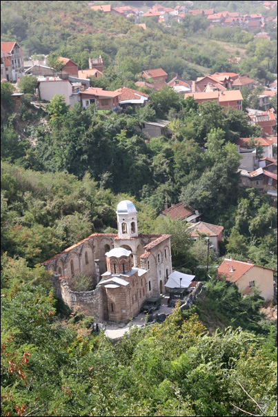 photo eglise orthodoxe sur les hauteurs de Prizren