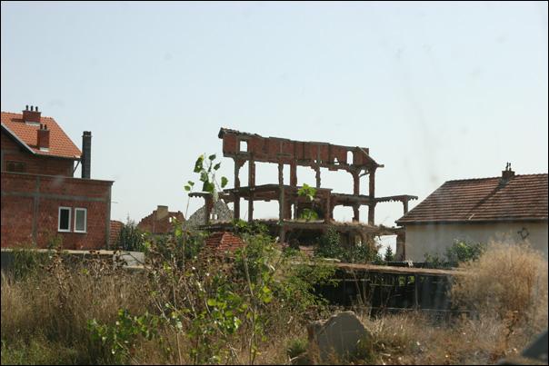 Maison détruite durant la Guerre de Yougoslavie, près de Prishtina