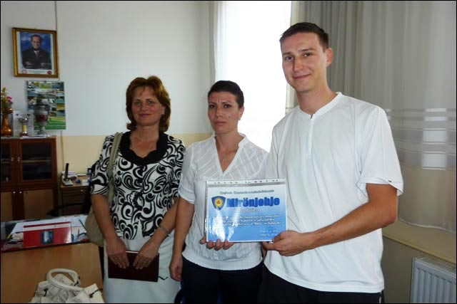 remise diplome Julien Zaug mission humanitaire ecole primaire Suhareka Kosovo